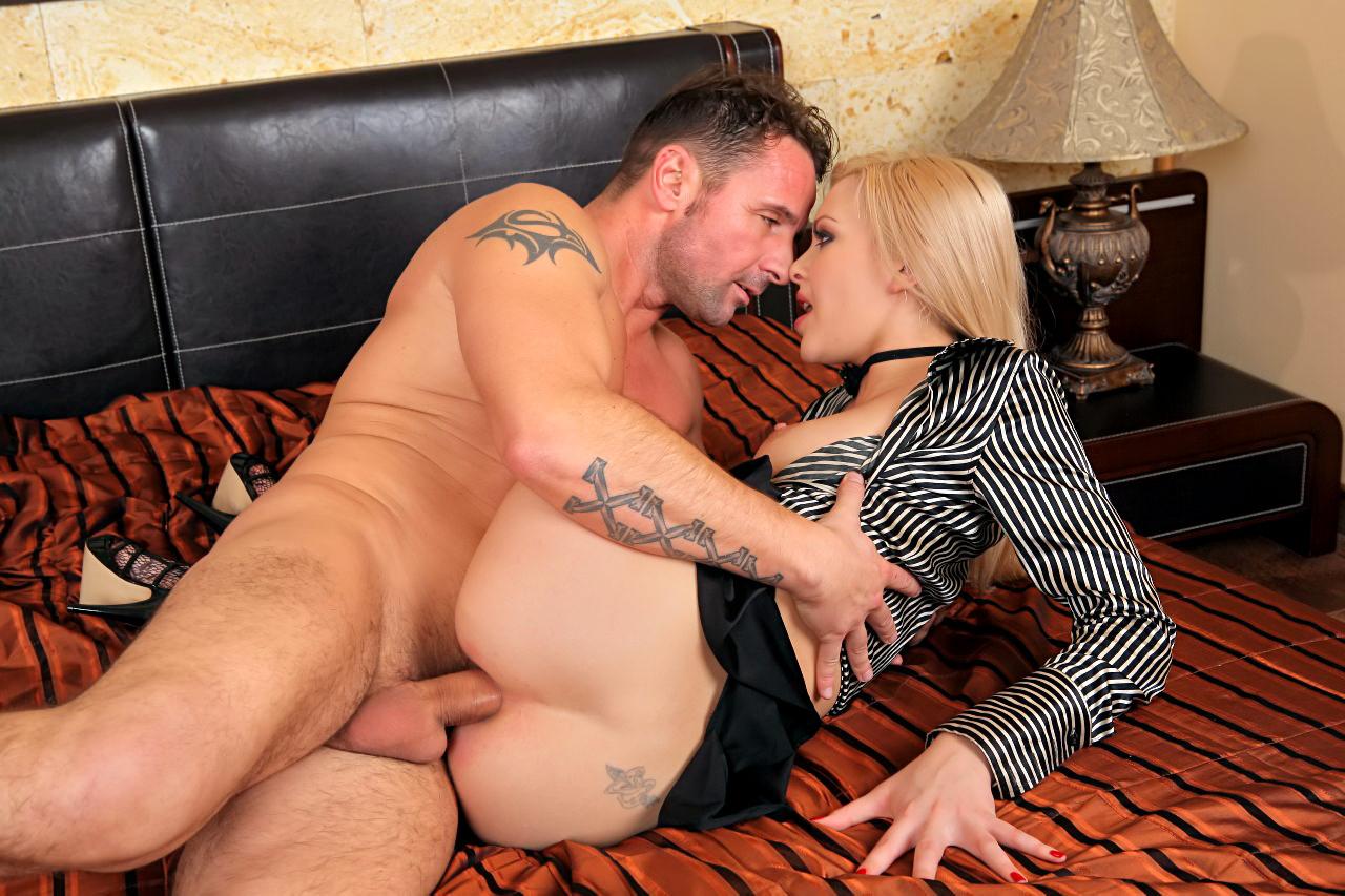 Slutty blonde sex