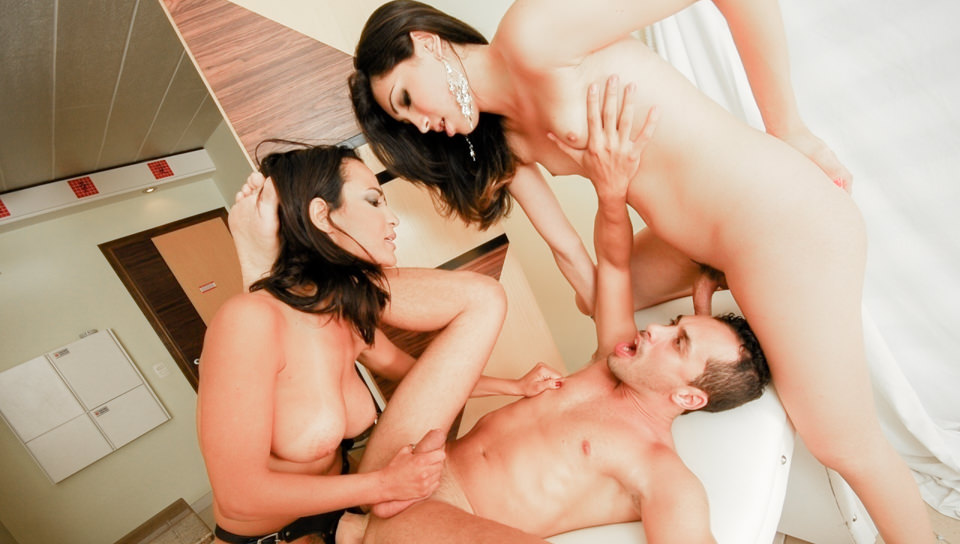 Girls Who Love Transsexuals #12, Scene #01