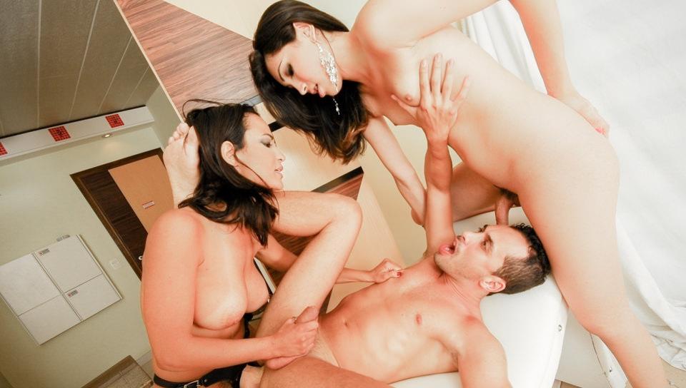 Girls Who Love Transsexuals #12, Scene #01