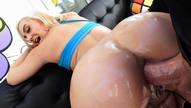 Big-Assed Maria Reamed To Anal Gaping