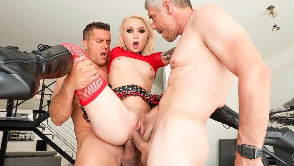 Dakota's Double Penetration Threesome
